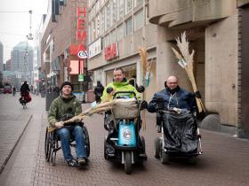 Team Onbeperkt070 deelt pluimen uit 3 -® Esther van der Wallen
